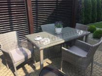 Komfortowe fotele technorattanowe z prostokątnym stołem z szybą