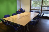 Komplet stołów konferencyjnych składanych w dużym pomieszczeniu - Rico 2 buk