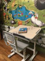 Krzesełko i biurko z regulowanym blatem Fun Desk