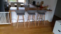 Krzesła barowe do kuchni nowoczesne z tapicerowanym siedziskiem