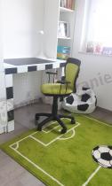 Krzesło obrotowe dla dziecka Ministyle w pokoju młodego piłkarza