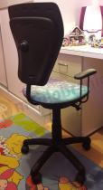 Krzesło obrotowe Ministyle GTP z czarnym oparciem i podłokietnikami