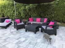 Leżak ogrodowy w zestawie ze stolikiem kawowym i sofami + skrzynia Capri
