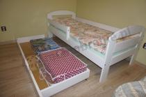Łóżko dla dziecka z szufladą na zapasową pościel