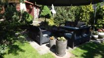 Meble ogrodowe Corfu Curver w eleganckim ogrodzie