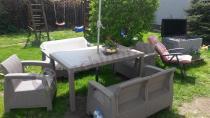 Meble ogrodowe Corfu Fiesta uzupełnione o skrzynię Keter