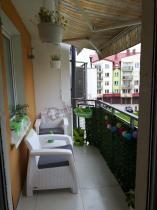 Meble ogrodowe Corfu Weekend na niewielkim balkonie zakrytym daszkiem