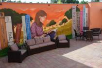 Meble ogrodowe do czytelni na świeżym powietrzu Keter California i technoratan