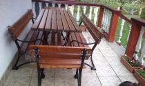 Meble ogrodowe drewniane Faktor używane na tarasie