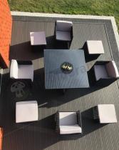 Meble ogrodowe technorattan czarne z jasnymi poduszkami