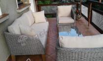 Meble ogrodowe z drewnianymi nogami na taras szare Gambito