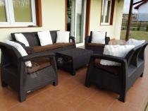 Meble polipropylenowe Corfu Set Triple Max w kolorze brązowym z czekoladowymi poduszkami