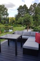Melody Quartet kwadratowy stół ogrodowy w eleganckim ogrodzie
