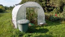 Metalowe tunele foliowe na działkę do uprawy pomidorów
