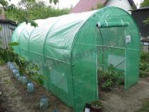 Namiot foliowy ogrodniczy na pomidory ustawiony na działce