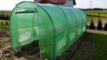 Namiot tunel foliowy metalowy stojący na dużej działce