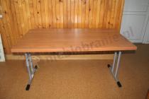 Nieduży stolik konferencyjny w kolorze olcha ze składanymi nogami
