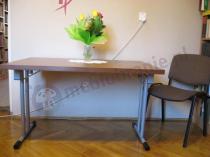 Niewielki stolik składany 120x80 cm w bibliotece