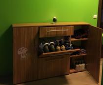Nowoczesna komoda Modena w kolorze oliwkowym z uchylanym schowkiem na buty