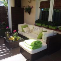 Połączenie zielonych poduszek ze standardowymi ecru w brązowym zestawie technorattanowym Nilamito V