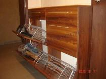 Praktyczna szafka z przegródkami i szufladami na buty
