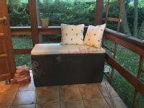 Skrzynia ogrodowa na poduszki w wersji wypoczynkowej