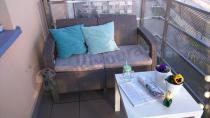 Sofa ogrodowa Corfu II Allibert cappuccino w ciekawej aranżacji