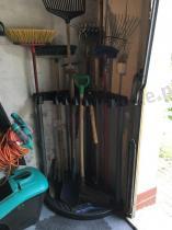 Stojak na narzędzia ogrodowe Corner Tool Rack