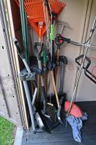 Stojak na narzędzia ogrodowe w domku Factor 8x11 Keter