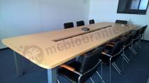 Stół konferencyjny z wnęką na okablowanie Rumba