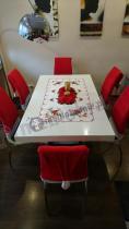 Stół Linosa wysoki połysk w świątecznej dekoracji