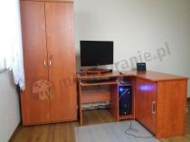 Szafa biurowa zamykana Svenbox H51 w połączeniu z biurkiem narożnym Michał