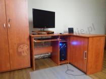 Szafa biurowa zamykana Svenbox H51 zestawiona z biurkiem narożnym Michał