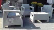 Szare fotele ogrodowe i sofa dwuosobowa ze stolikiem Curver Corfu Set