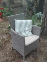 Tani fotel technorattanowy wzór z poduszką na siedzisko Keter Iowa