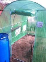 Tani tunel foliowy metalowy na działkę z zieloną folią