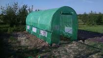 Tunel ogrodniczy z zamkiem błyskawicznym używany na działce