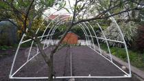 Tunele ogrodnicze konstrukcja foliaka przed nałożeniem folii