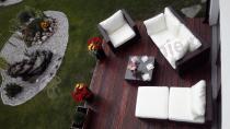 Widok z góry na zestaw obiadowy do ogrodu Nilamito Brown & Ecru