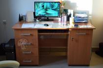 Wygodne biurko do komputera z szufladami i szafką