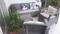 Wygodne meble ogrodowe Corfu Set Max - Cappuccino na jasnym tarasie