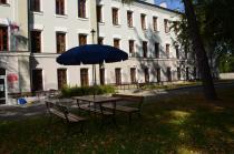 Zacienione meble żeliwne Faktor bez podłokietników z parasolem Sunline