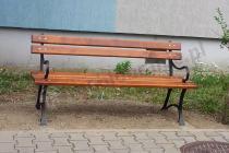 Żeliwna ławka parkowa z drewnianym oparciem i z podłokietnikami 150cm