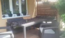 Zestaw Corfu Set Triple Max uzupełniony stołem Melody