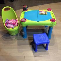 Zestaw do zabawy taczka ogrodowa Kiddies Go i stolik edukacyjny Creative Play Table