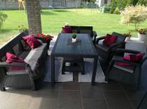 Zestaw mebli ogrodowych Corfu Curver z dodatkowym wysokim stołem