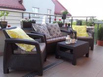 Zestaw mebli ogrodowych Corfu Set brązowy z ozdobnymi poduszkami