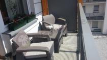 Zestaw mebli ogrodowych Corfu Weekend Curver na balkonie