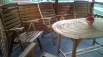 Zestaw mebli ogrodowych drewnianych z owalnym stołem