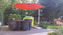 Zestaw mebli ogrodowych pod parasolem Terra Cotta